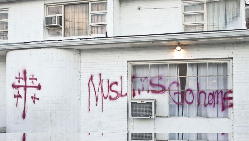 Dinding Masjid Al-Noor Islamic Center di Kota Waterloo, Iowa Amerika Ditulisi Tulisan 'Trump'