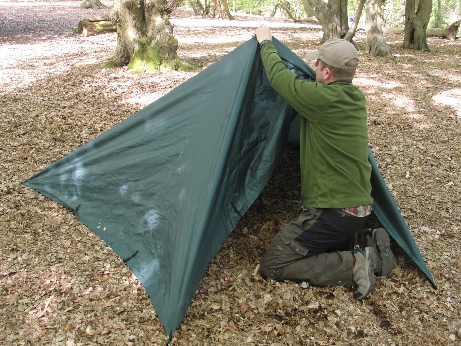 So thatu0027s four pegs down three to go but before we use any more itu0027s time to get some rigidity into the shelter...Enter the pole. This could be a walking ... & The Outdoor Traditionalist : How to make a 3m x 3m tarp tent