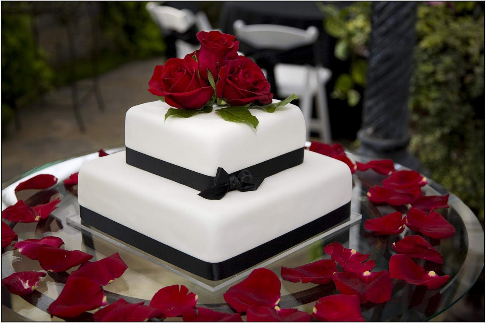 Cake Ideas With Red Roses : Delicious Square Wedding Cakes With Roses Ideas Food and ...