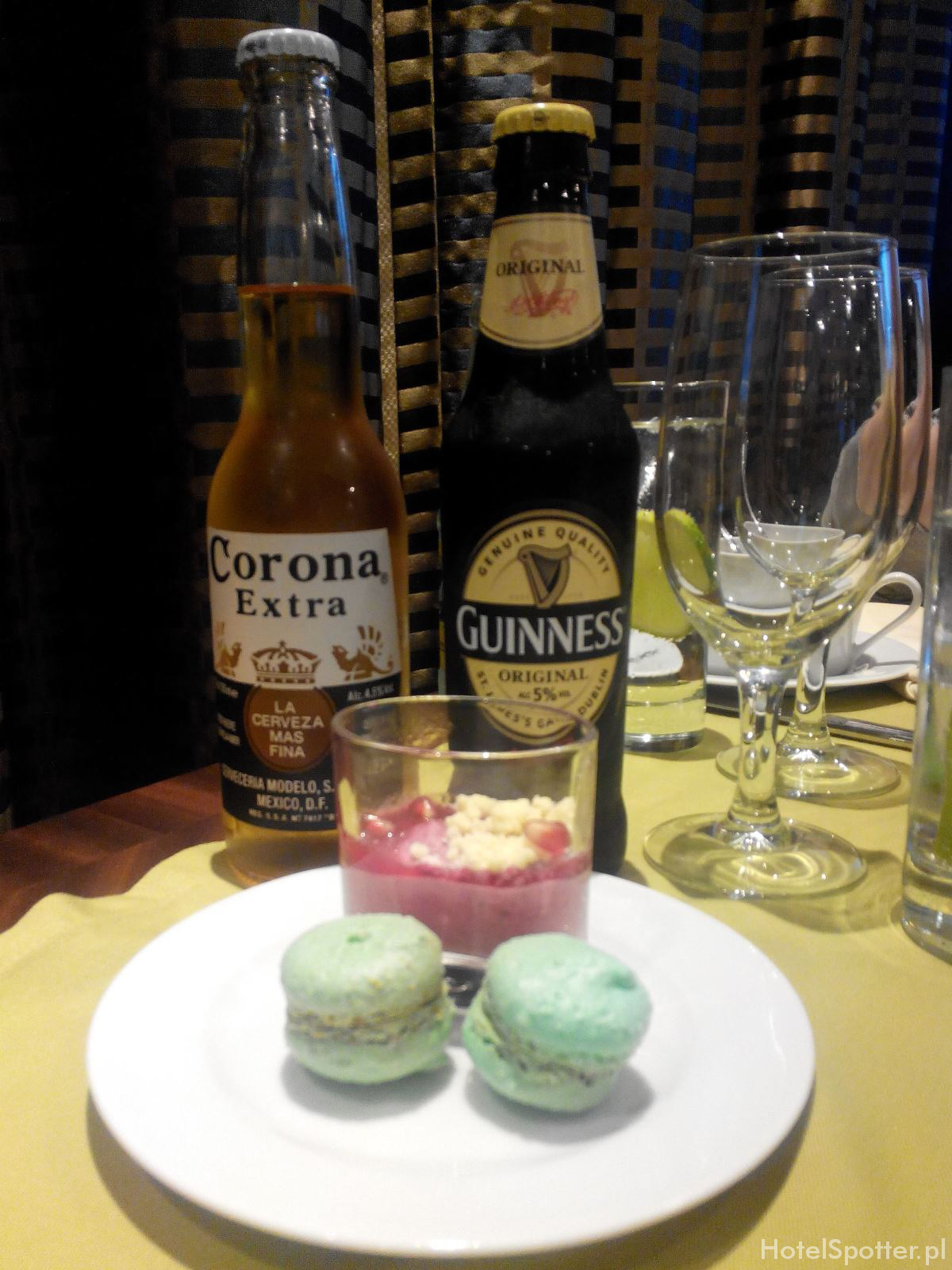 InterContinental Warsaw Warszawa Club Lounge piwo Guinness i Corona