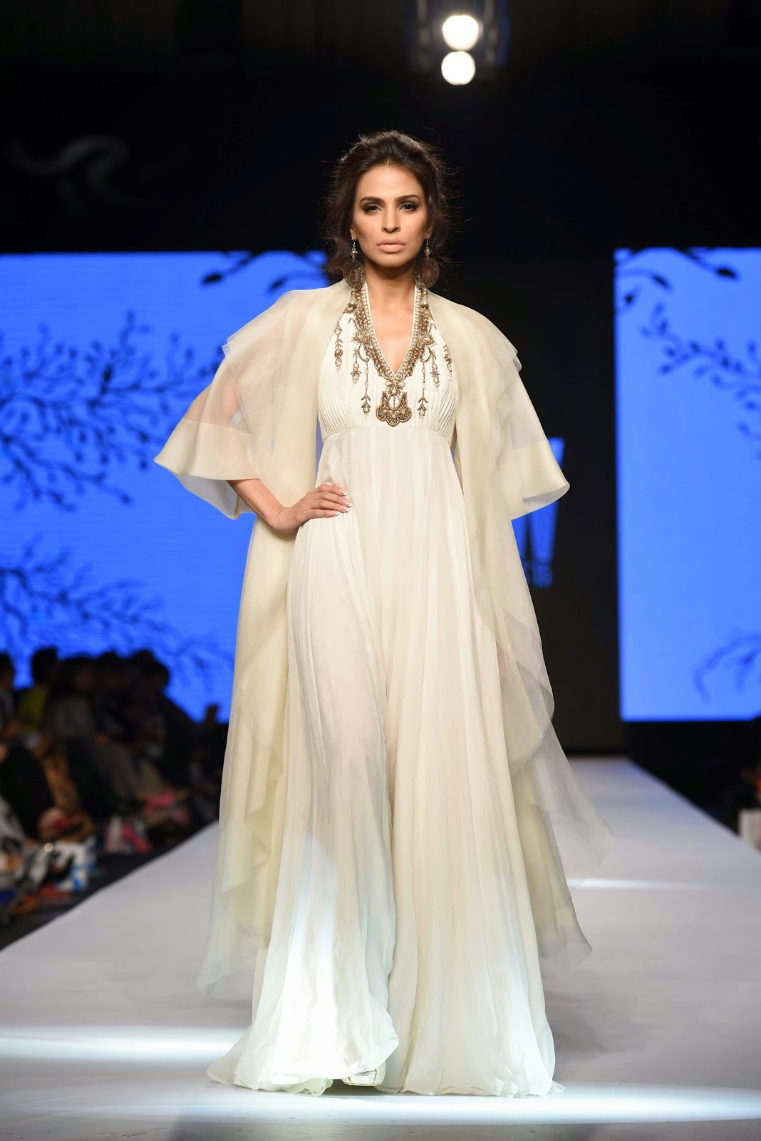fouzia aman white dress zaheer abbas TFPW15
