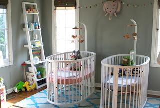 habitación de bebé con paredes color gris