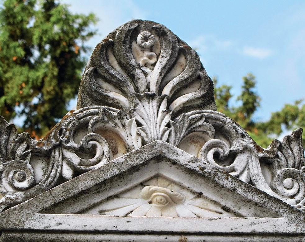 Ασπίδα στα μνημούρια του Παπαδιαμάντη