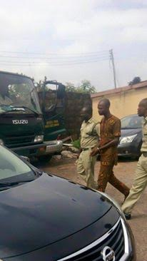 Blogger Emmanuel Ojo arrested,blogger  Emmanuel Ojo in handcuffs,Blogger Emanuel Ojo in court,