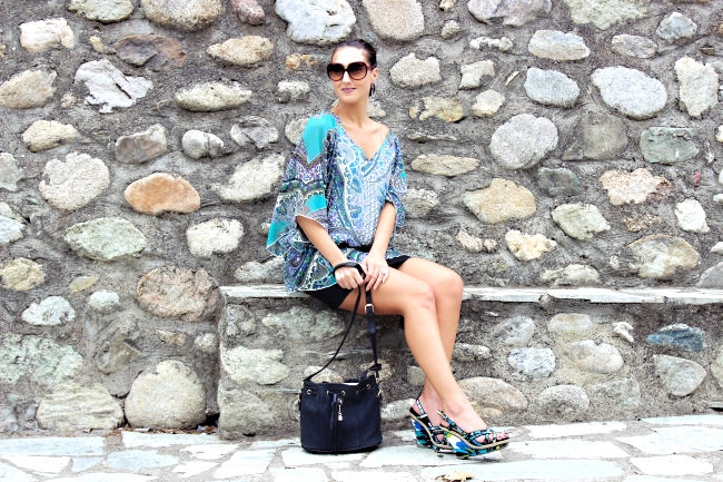 """Outfit: Blue kaftan tunic. Outfit of the day. Best summer looks. Pink Woman tunic. Dita """"Supa-dupa"""" sunglasses. Bershka skirt. Floral wedges."""