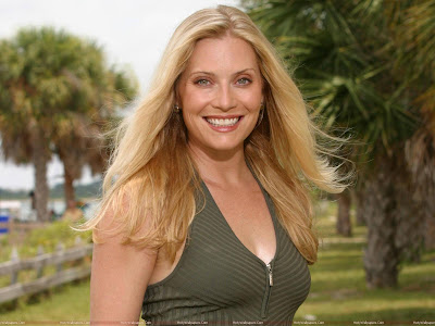 Emily Procter Smiling Wallpaper