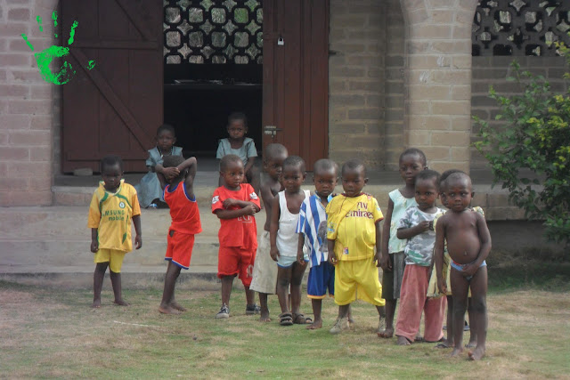 Bambini a scuola ad Atchanvé, Togo, Africa