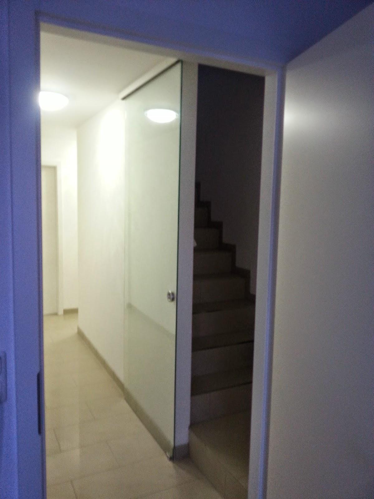 ein haus entsteht irgendwann eventuell vielleicht das dachgeschoss hat eine t r. Black Bedroom Furniture Sets. Home Design Ideas
