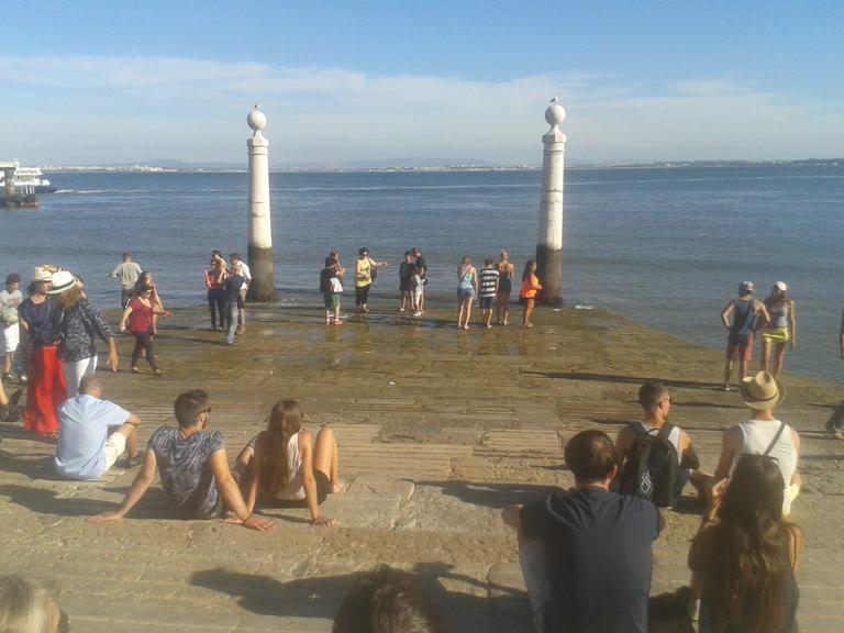 Cais das Colunas com maré baixa