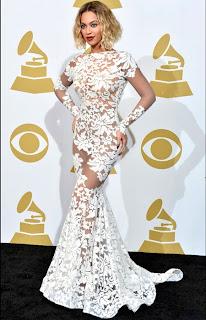 Бионсе в дантелена рокля с гол гръб на Грами 2014
