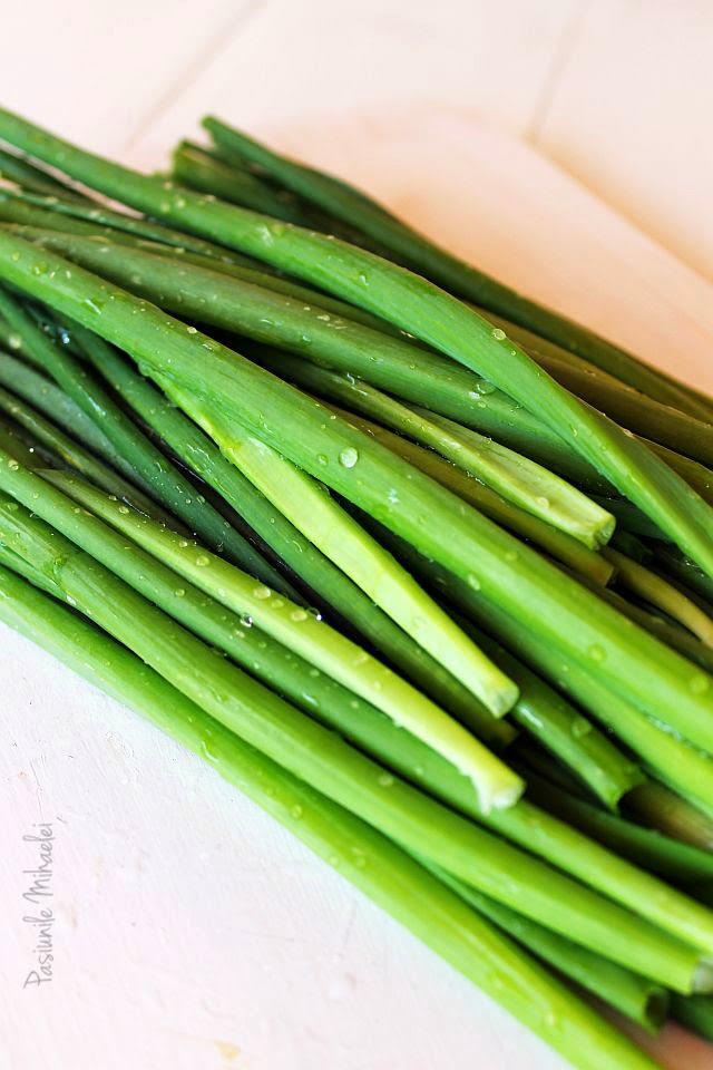 Idei in bucatarie: Cum sa congelezi ceapa verde