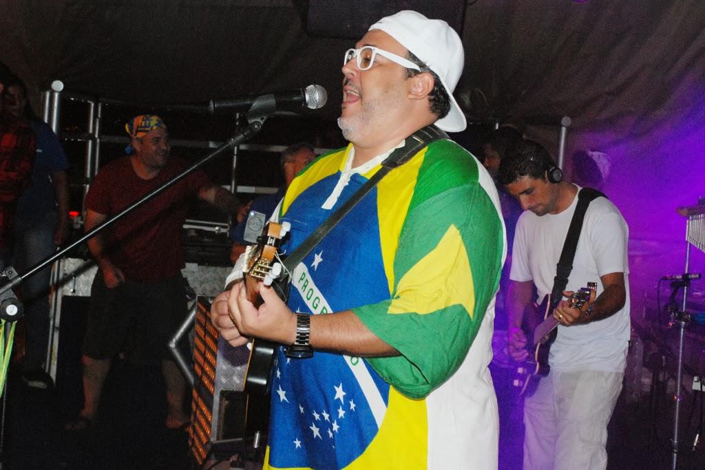 Wenderson Rosa e Banda Expressão Brasil encerraram o segundo dia de Carnaval em Teresópolis