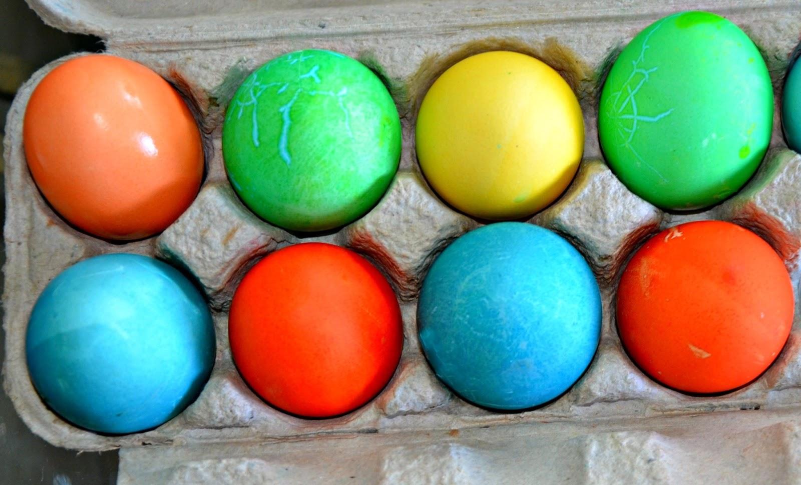 Color Eggs in a Ziploc Bag–a No Mess Success!