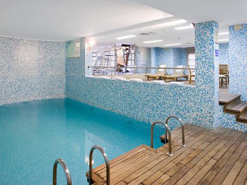 Hoteles para ni os valencia valencia hotel nh las artes for Hoteles en madrid con piscina cubierta