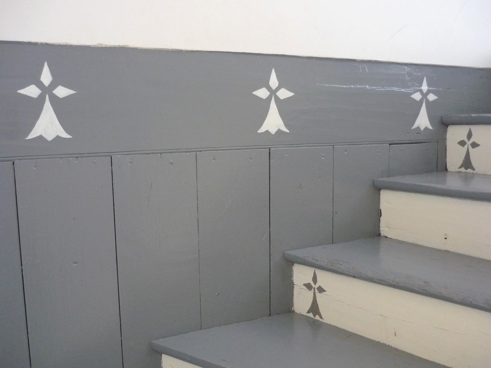 Douceurs et couleurs la maison des vacances - Escalier peint en gris et blanc ...