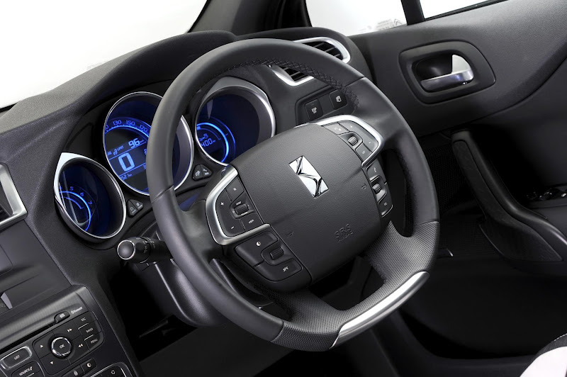 in4ride citroen ds4 now comes in automatic. Black Bedroom Furniture Sets. Home Design Ideas