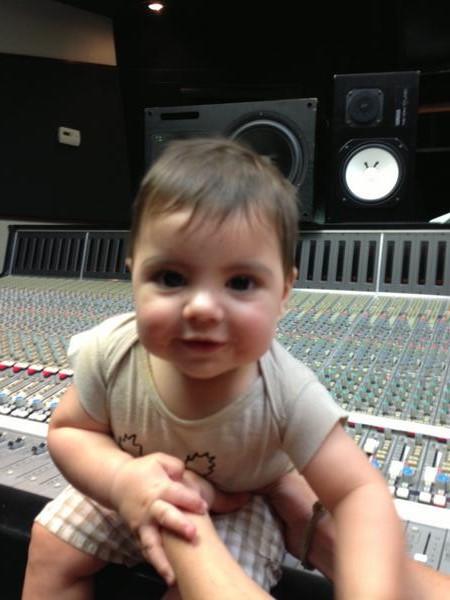 escuchar canciones de la cantante bebe: