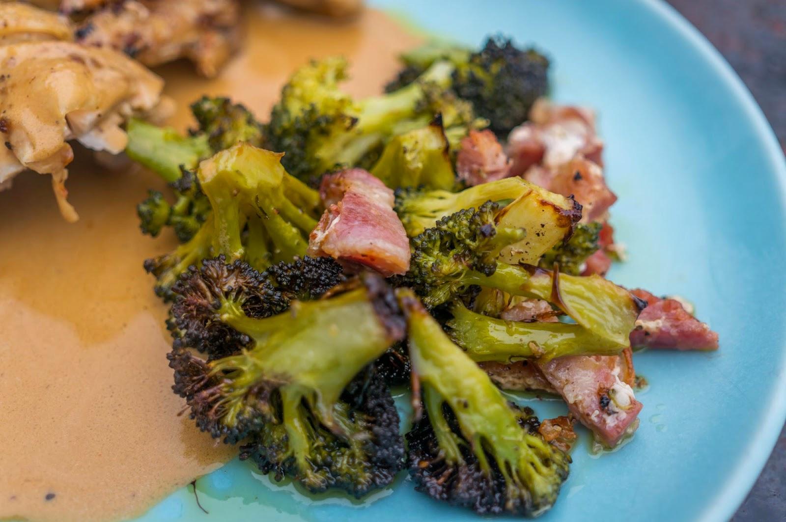Ugnsstekt broccoli och bacon