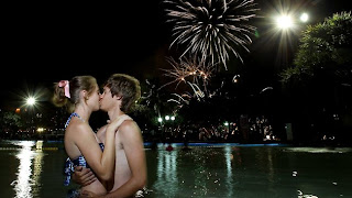 couple kiss and firework wallpaper