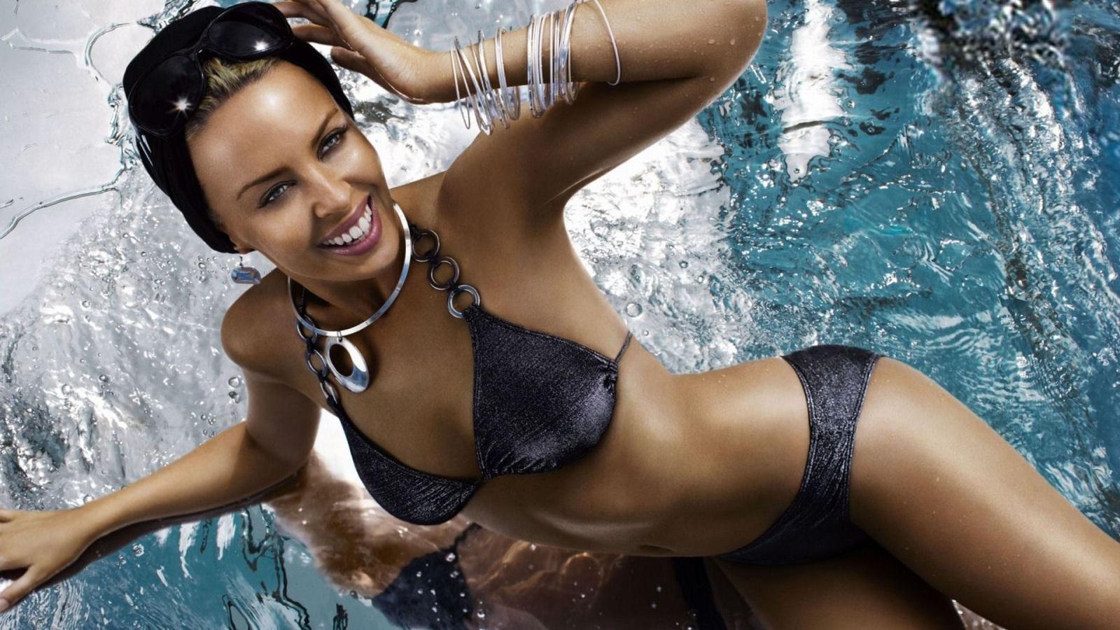 http://2.bp.blogspot.com/-5N39fLkb9vk/UA_HfUDEqII/AAAAAAAAAm8/YA89_CnYu9M/s1600/desktop-celebrity-babe-hot-bikini-wallpapers-hd-sexy-bikini-wallpaper-kylie-minogue-grey-silver-bikini-hotmoviepictures-com%2B(3).jpg