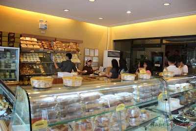 Mango Tours - The Aristocrat Restaurant: Aristocrat Bakeshop