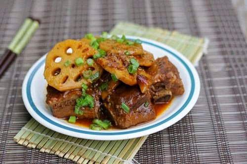 Vietnamese Food Culture - Sườn Kho Củ Sen và Tương