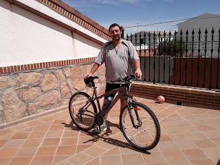 Miguel con la bicicleta de montaña