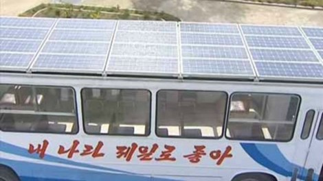Hình ảnh từ đài Truyền hình Trung ương Triều Tiên cho thấy chiếc xe buýt được lắp rất nhiều tấm pin mặt trời.