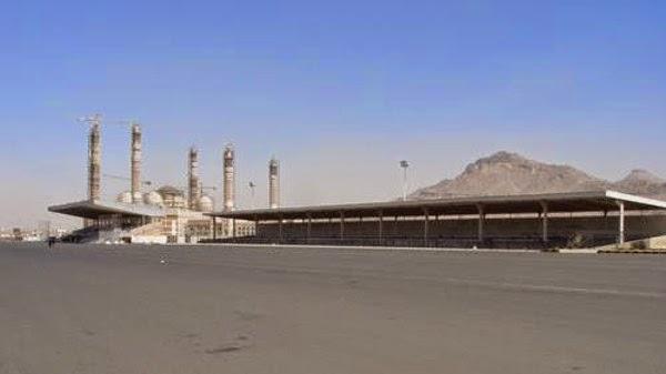 Bandara Dibombardir Pasukan Koalisi, Milisi Houti Merubah Sebuah Lapangan Bola Menjadi Landasan Pendaratan Pesawat