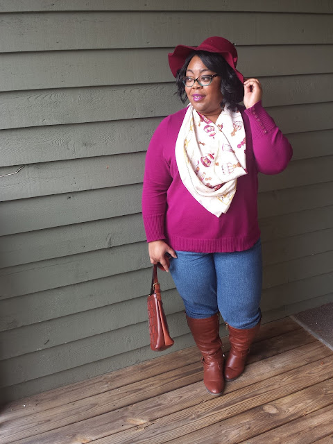 plus size blogger wearing fashion hat and riding boots