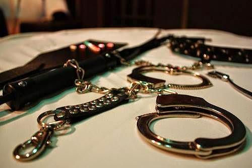 BDSM: Handschhellen *Fesselung*Inhaftierungen