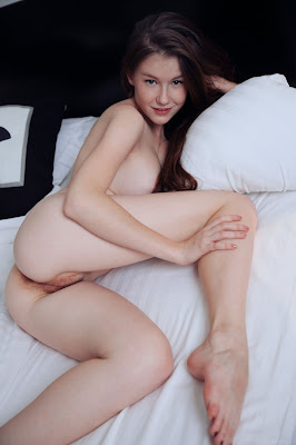 www.celebtiger.com+Eternal Bed pleasures Emily Bloom high 0001 Sweet Teen Emilly Bloom Nude On Her Bed HQ Photo Gallery