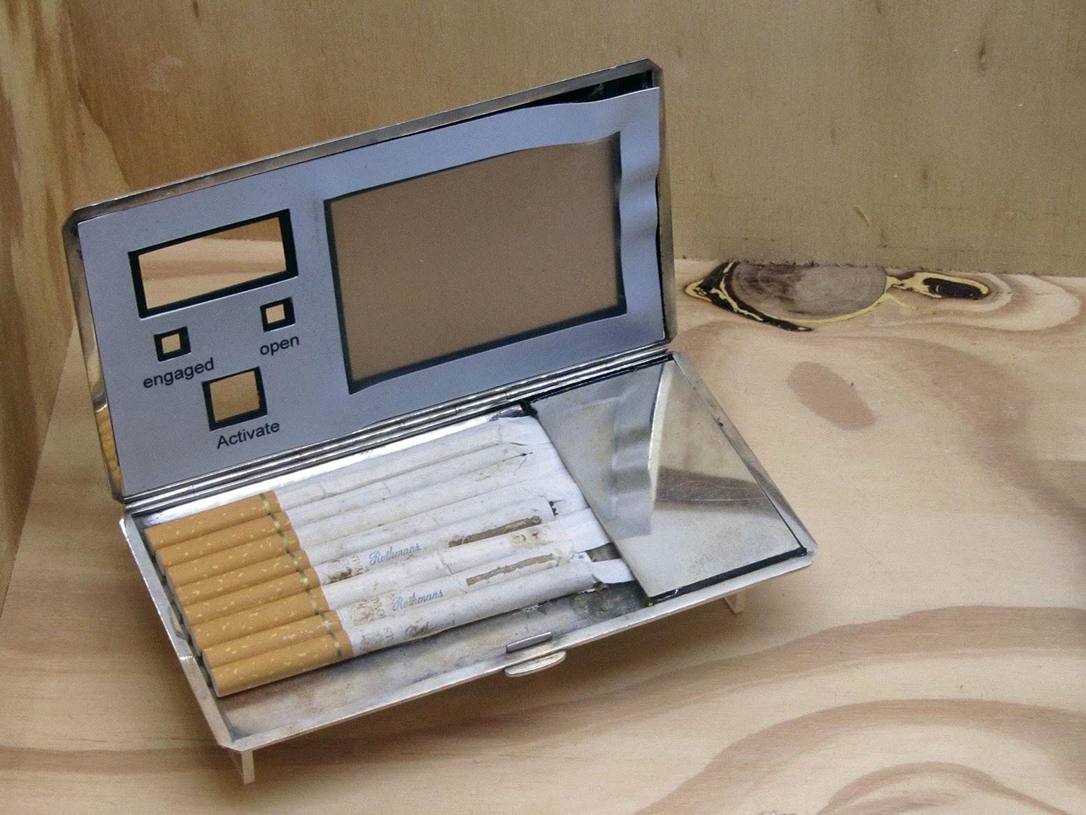 James Bond gadget: sigarette holder with secret function