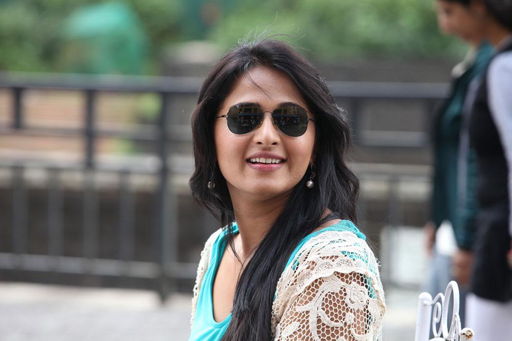 Anushka Photos from Mirchi Movie | HQ Pics n Galleries