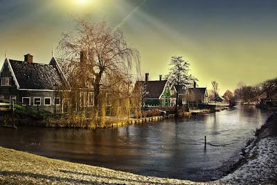 Río cruzando la ciudad