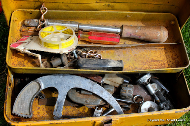 rust, junk, toolbox, http://bec4-beyondthepicketfence.blogspot.com/2012/06/my-strange-addiction.html