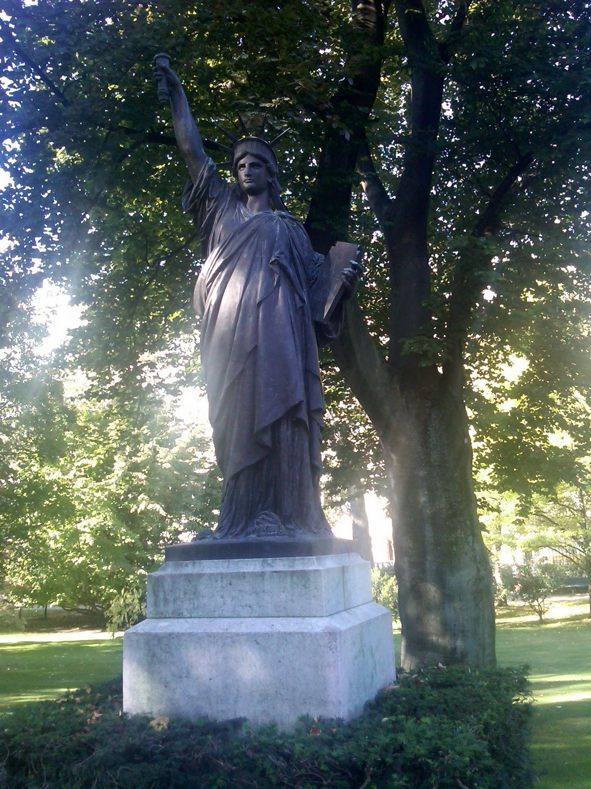 Music of the spheres europe on 140 characters a day - Jardin du luxembourg statue of liberty ...