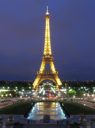 Turistul Paris-eiffel-tower-she-exists