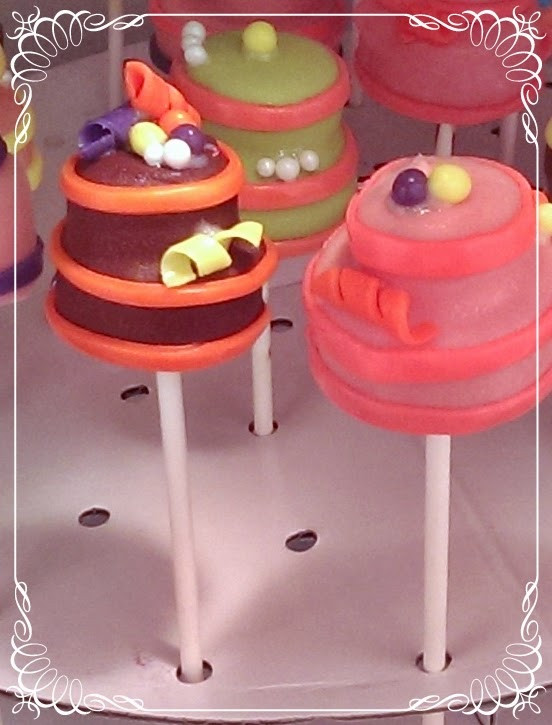 Cake Pops with Fondant