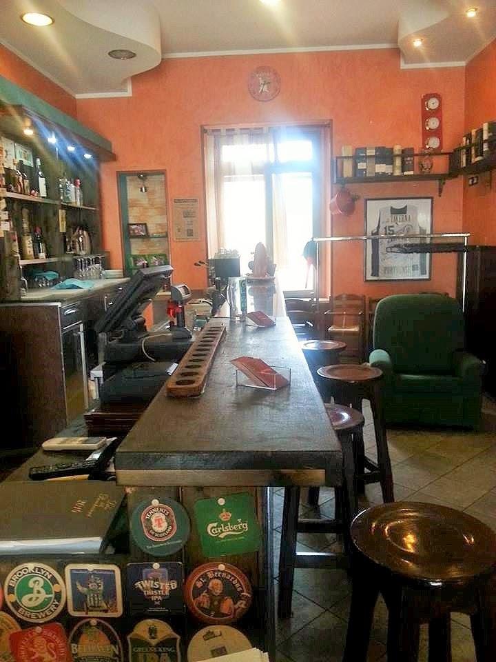il bancone  della Taverna  Portuense