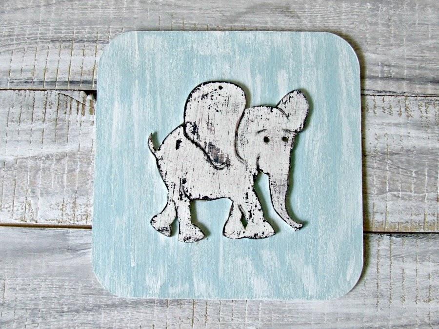 """Obrazek ze słoniem w stylu shabby chic do pokoju dziecięcego. Kolekcja """"Baby Blue""""."""