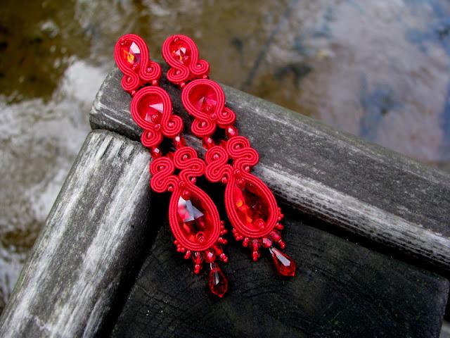 Długie kolczyki ślubne sutasz z kryształami Swarovski.