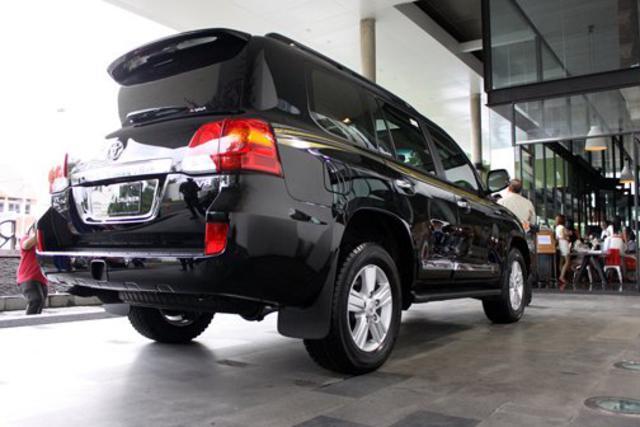 toyota land cruiser 200 2 Harga Mobil Baru Toyota Land Cruiser Indonesia