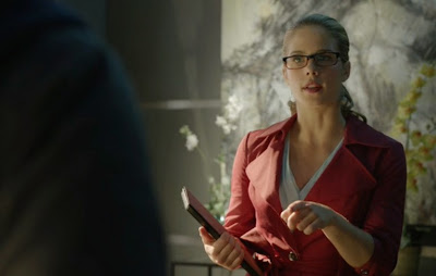 Felicity pink suit glasses Smoak Emily Bett Rickards Arrow Vs Flash