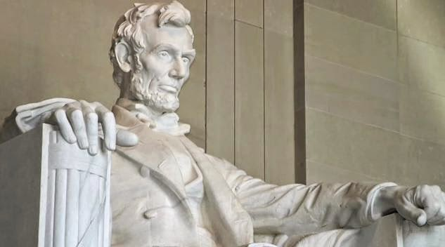 patung presiden amerika abraham lincoln