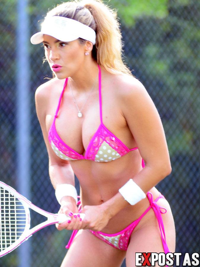 Jennifer Nicole Lee de biquíni jogando tênis em Miami - 12 de Setembro de 2012