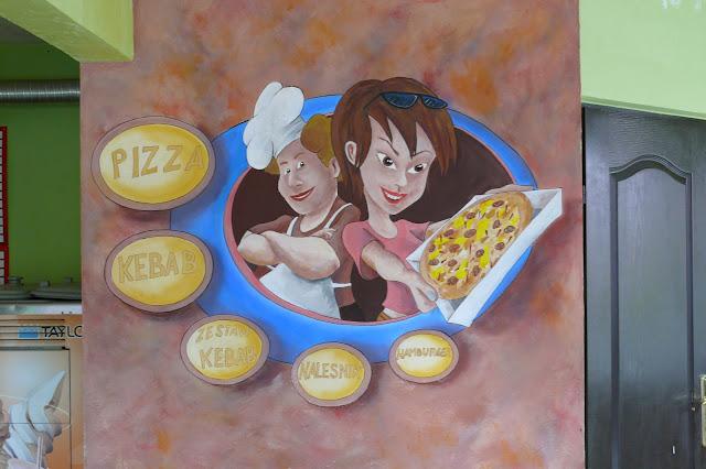 Obraz ścienny w pizerii, logo pizzeri na ścianie malowane ręcznie