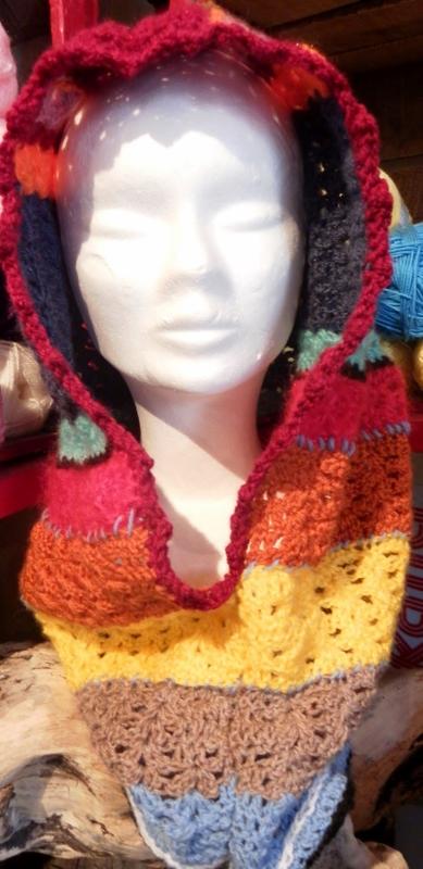 Snood capuche et tour de cou multicolore par Amabati