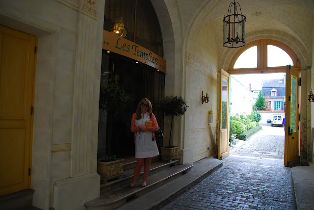 Mr and mrs in paris thelma louise take france for Boutique hotel reims