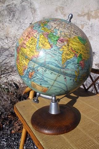 chicbaazar objets vintage 50 60 70 superbe petit globe terrestre d but du xxeme si cle. Black Bedroom Furniture Sets. Home Design Ideas